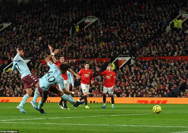 Man Utd 2-2 Aston Villa: Rượt đuổi tỷ số, chia điểm kịch tính - Ảnh 2.