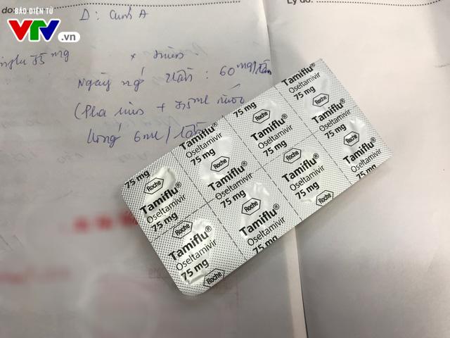 Cúm vào mùa: Thuốc điều trị Tamiflu lại sốt giá? - Ảnh 1.