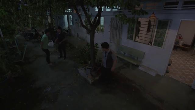Tiệm ăn dì ghẻ - Tập 5: Bé Hương hoảng sợ tận mắt nhìn Minh đánh người - Ảnh 2.