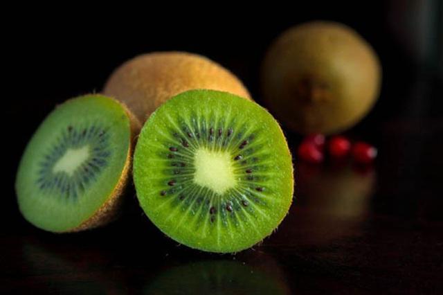 Mách bạn mẹo gọt, bổ và ăn trái cây đúng cách - Ảnh 6.