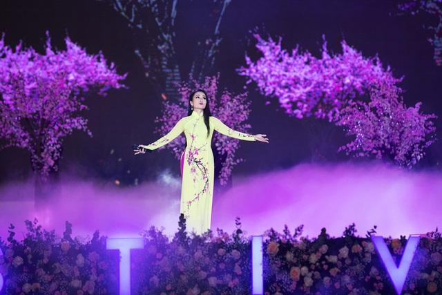 Vừa xuất viện, Cẩm Ly đội rét đi diễn Festival Hoa Đà Lạt 2019 - Ảnh 4.