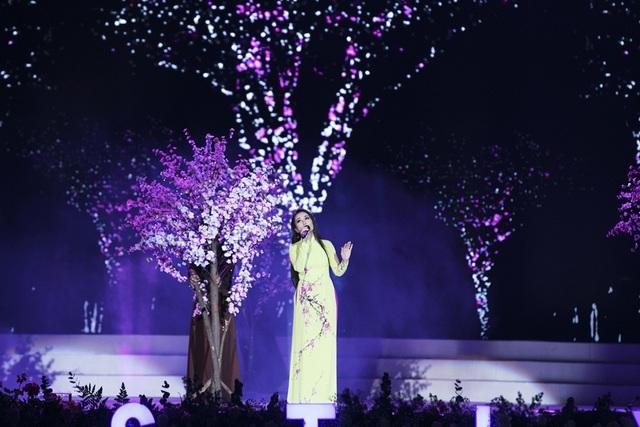Vừa xuất viện, Cẩm Ly đội rét đi diễn Festival Hoa Đà Lạt 2019 - Ảnh 2.