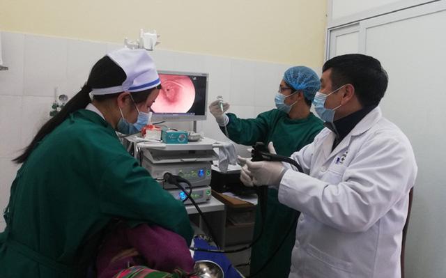 Chuyển giao kỹ thuật chạy thận nhân tạo cho bệnh viện huyện ở Lào Cai - Ảnh 1.