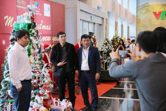 Rực rỡ sắc màu Giáng sinh tại Đài Truyền hình Việt Nam - Ảnh 3.
