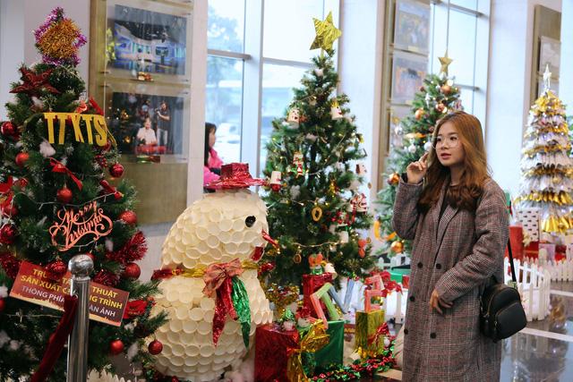 Rực rỡ sắc màu Giáng sinh tại Đài Truyền hình Việt Nam - Ảnh 4.