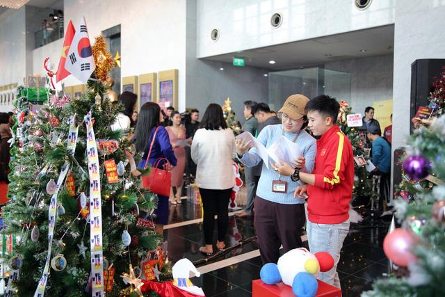 Rực rỡ sắc màu Giáng sinh tại Đài Truyền hình Việt Nam - Ảnh 2.