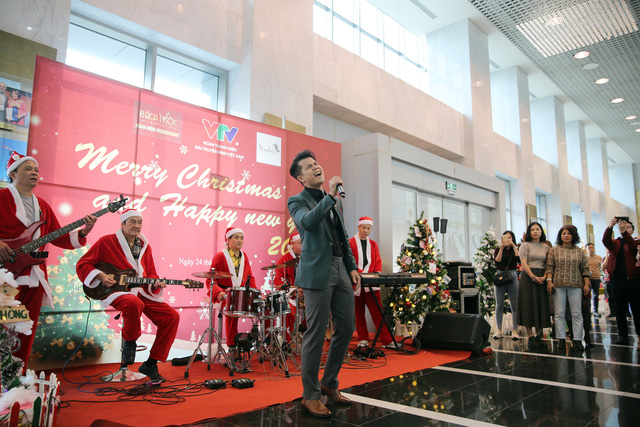 Rực rỡ sắc màu Giáng sinh tại Đài Truyền hình Việt Nam - Ảnh 7.