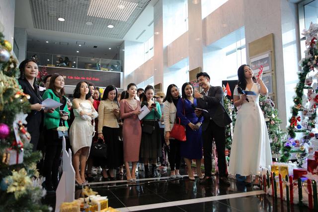 Rực rỡ sắc màu Giáng sinh tại Đài Truyền hình Việt Nam - Ảnh 8.