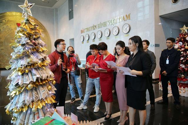 Rực rỡ sắc màu Giáng sinh tại Đài Truyền hình Việt Nam - Ảnh 11.