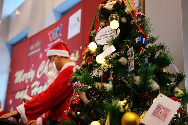 Rực rỡ sắc màu Giáng sinh tại Đài Truyền hình Việt Nam - Ảnh 15.