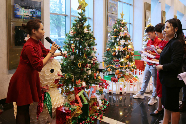 Rực rỡ sắc màu Giáng sinh tại Đài Truyền hình Việt Nam - Ảnh 12.