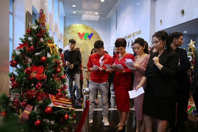 Rực rỡ sắc màu Giáng sinh tại Đài Truyền hình Việt Nam - Ảnh 13.