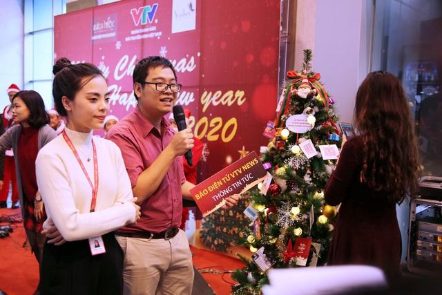 Rực rỡ sắc màu Giáng sinh tại Đài Truyền hình Việt Nam - Ảnh 16.