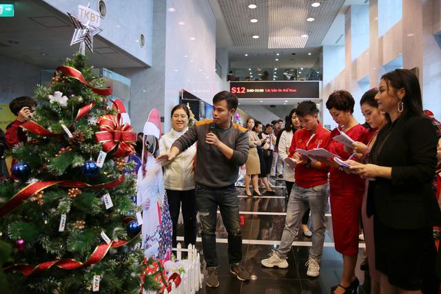 Rực rỡ sắc màu Giáng sinh tại Đài Truyền hình Việt Nam - Ảnh 17.