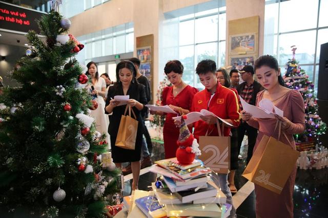 Rực rỡ sắc màu Giáng sinh tại Đài Truyền hình Việt Nam - Ảnh 20.