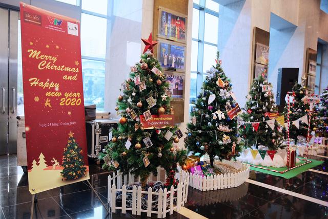 Rực rỡ sắc màu Giáng sinh tại Đài Truyền hình Việt Nam - Ảnh 21.