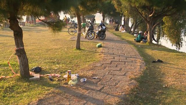 Đà Lạt tràn lan rác thải sau Festival hoa - Ảnh 1.
