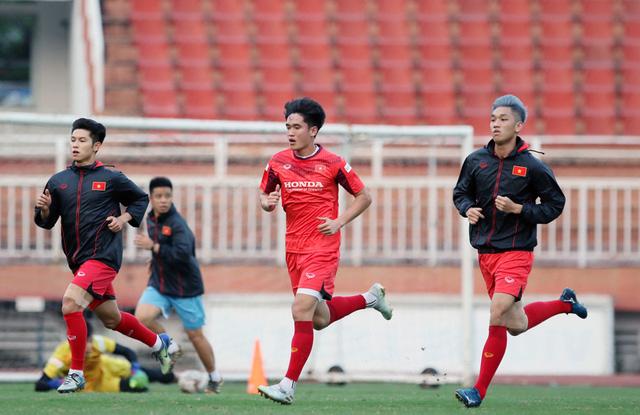 U23 Việt Nam tập luyện tại TP Hồ Chí Minh, HLV Park Hang-seo tiếc vì Văn Hậu không tham dự VCK U23 châu Á 2020 - Ảnh 1.