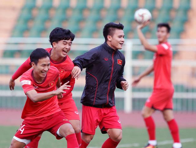 U23 Việt Nam tập luyện tại TP Hồ Chí Minh, HLV Park Hang-seo tiếc vì Văn Hậu không tham dự VCK U23 châu Á 2020 - Ảnh 2.