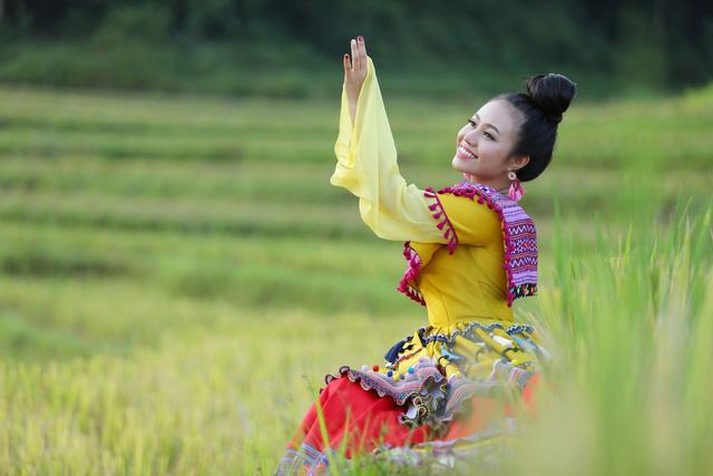 """Sao mai Lương Hải Yến suýt ngã vì trèo núi cao quay MV """"Bài ca trên núi"""" - Ảnh 10."""