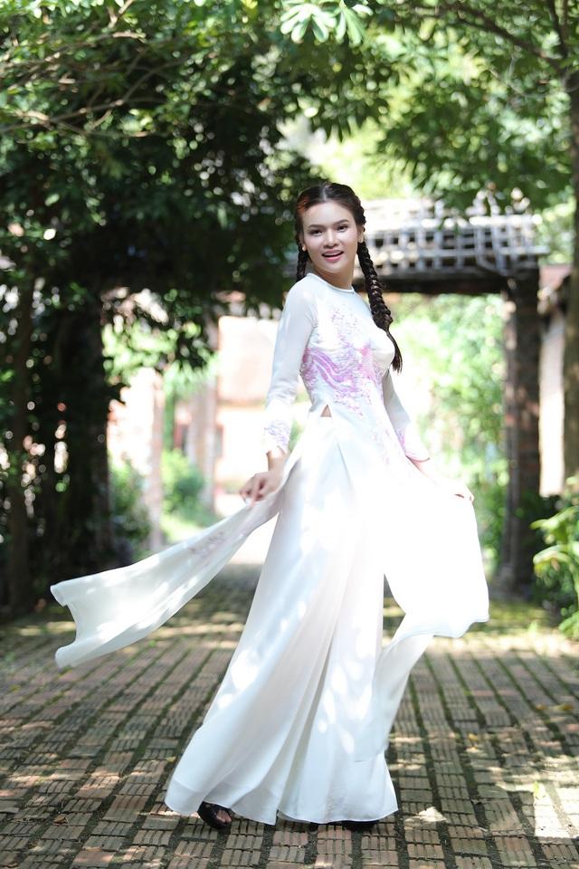 Phạm Phương Thảo diện áo dài hơn 10.000 USD quay phim ca nhạc Mong manh em - Ảnh 9.