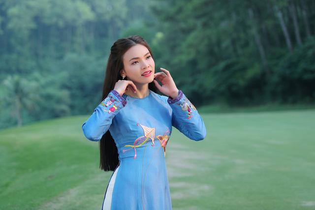 Phạm Phương Thảo diện áo dài hơn 10.000 USD quay phim ca nhạc Mong manh em - Ảnh 5.