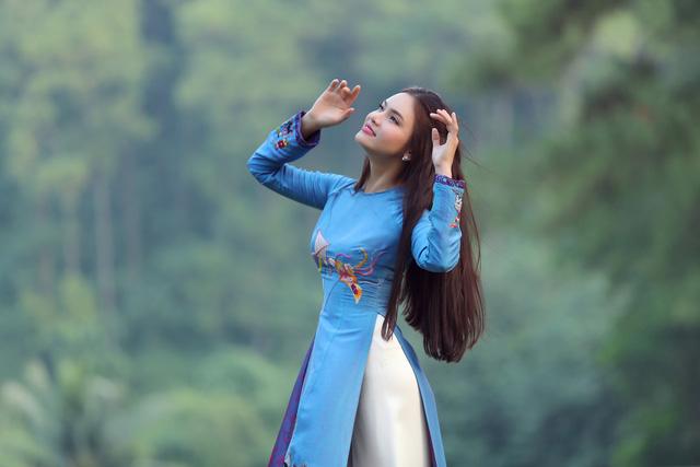Phạm Phương Thảo diện áo dài hơn 10.000 USD quay phim ca nhạc Mong manh em - Ảnh 4.