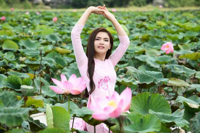 Phạm Phương Thảo diện áo dài hơn 10.000 USD quay phim ca nhạc Mong manh em - Ảnh 10.