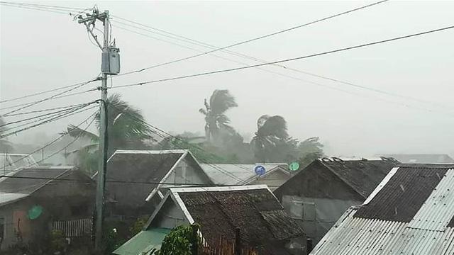 Bão Kammuri đổ bộ vào Philippines - Ảnh 1.