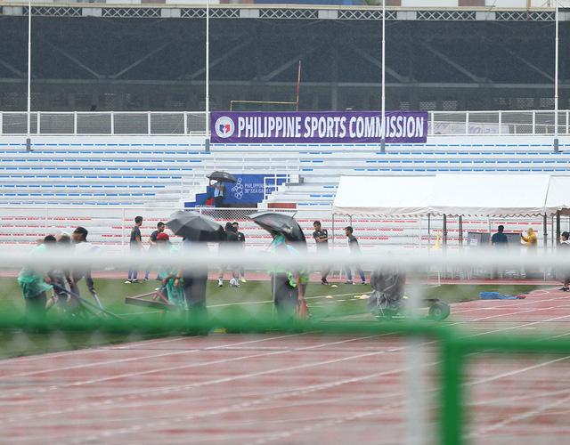 SEA Games 30: Mưa lớn, Ban tổ chức nỗ lực để trận đấu U22 Thái Lan - U22 Lào không bị hoãn! - Ảnh 10.