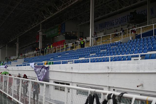 SEA Games 30: Mưa lớn, Ban tổ chức nỗ lực để trận đấu U22 Thái Lan - U22 Lào không bị hoãn! - Ảnh 8.