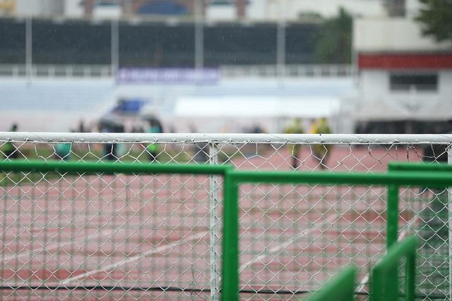 SEA Games 30: Mưa lớn, Ban tổ chức nỗ lực để trận đấu U22 Thái Lan - U22 Lào không bị hoãn! - Ảnh 7.
