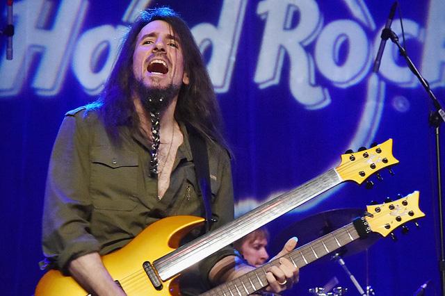 Cựu thành viên ban nhạc rock huyền thoại Guns N Roses lần đầu đến Việt Nam - Ảnh 1.