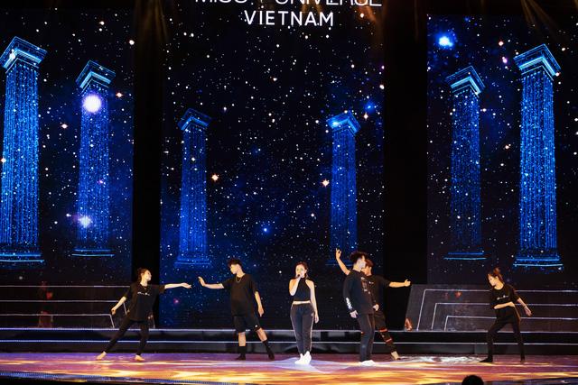 Hoàng Thùy Linh, Ali Hoàng Dương hăng say tập tổng duyệt Bán kết Hoa hậu Hoàn vũ 2019 - Ảnh 8.