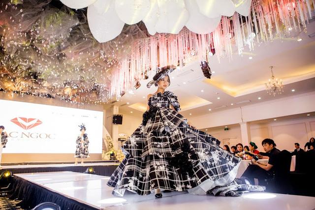 Tuần lễ thời trang và làm đẹp quốc tế Việt Nam 2019: Hấp dẫn và sôi động - Ảnh 1.