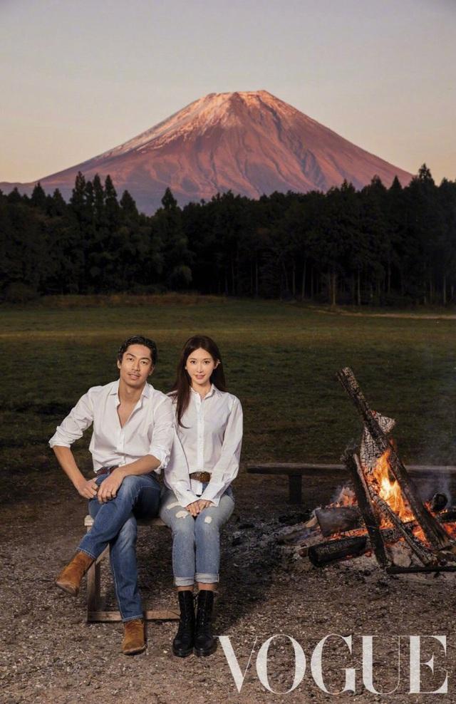 Vợ chồng Lâm Chí Linh ngọt ngào và tình tứ trên Vogue - Ảnh 4.