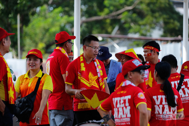 U22 Việt Nam - U22 Thái Lan: CĐV Việt Nam nô nức đến sân cổ vũ thầy trò HLV Park Hang Seo - Ảnh 16.