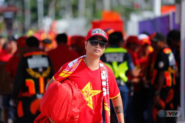 U22 Việt Nam - U22 Thái Lan: CĐV Việt Nam nô nức đến sân cổ vũ thầy trò HLV Park Hang Seo - Ảnh 13.
