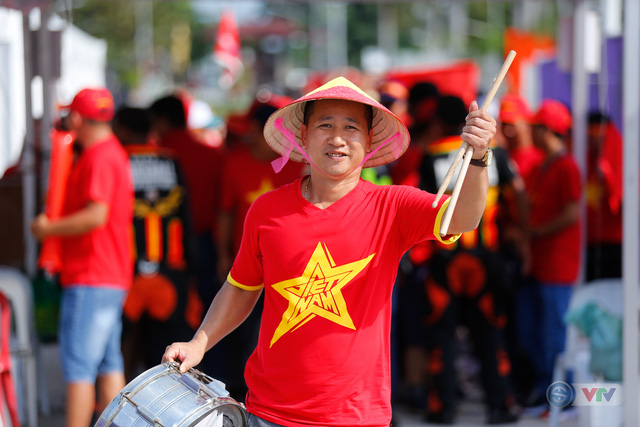 U22 Việt Nam - U22 Thái Lan: CĐV Việt Nam nô nức đến sân cổ vũ thầy trò HLV Park Hang Seo - Ảnh 12.