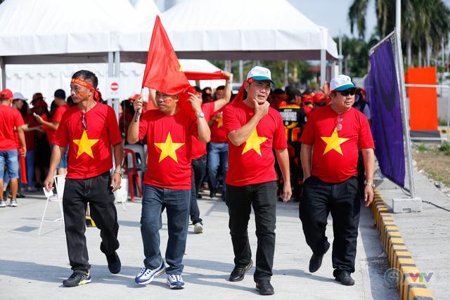 U22 Việt Nam - U22 Thái Lan: CĐV Việt Nam nô nức đến sân cổ vũ thầy trò HLV Park Hang Seo - Ảnh 11.
