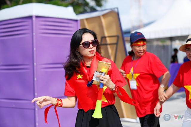 U22 Việt Nam - U22 Thái Lan: CĐV Việt Nam nô nức đến sân cổ vũ thầy trò HLV Park Hang Seo - Ảnh 10.