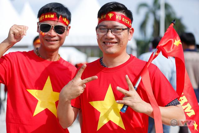 U22 Việt Nam - U22 Thái Lan: CĐV Việt Nam nô nức đến sân cổ vũ thầy trò HLV Park Hang Seo - Ảnh 9.