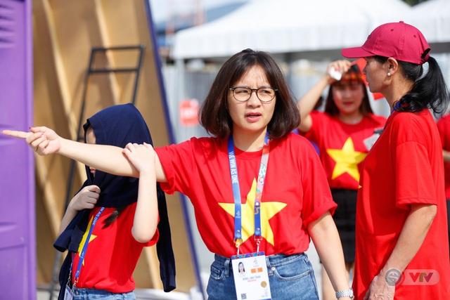 U22 Việt Nam - U22 Thái Lan: CĐV Việt Nam nô nức đến sân cổ vũ thầy trò HLV Park Hang Seo - Ảnh 8.