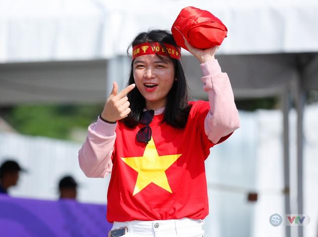 U22 Việt Nam - U22 Thái Lan: CĐV Việt Nam nô nức đến sân cổ vũ thầy trò HLV Park Hang Seo - Ảnh 6.