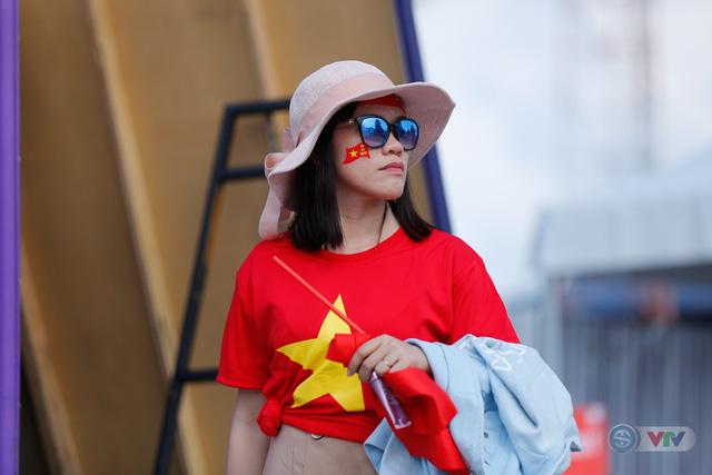 U22 Việt Nam - U22 Thái Lan: CĐV Việt Nam nô nức đến sân cổ vũ thầy trò HLV Park Hang Seo - Ảnh 5.