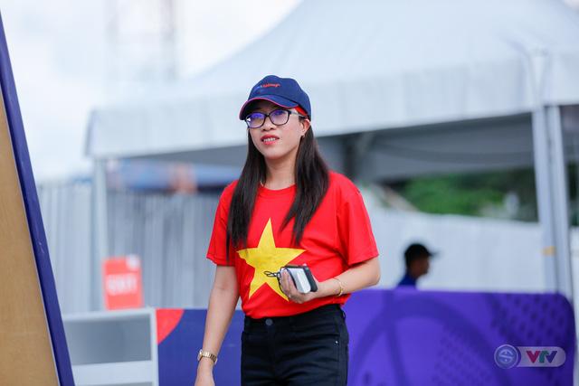 U22 Việt Nam - U22 Thái Lan: CĐV Việt Nam nô nức đến sân cổ vũ thầy trò HLV Park Hang Seo - Ảnh 2.