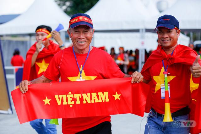 U22 Việt Nam - U22 Thái Lan: CĐV Việt Nam nô nức đến sân cổ vũ thầy trò HLV Park Hang Seo - Ảnh 1.