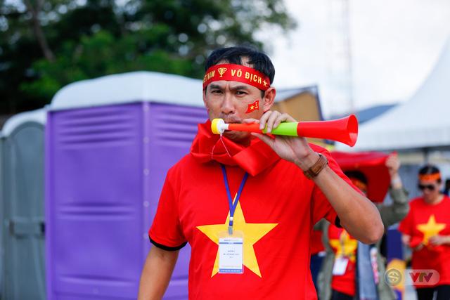 U22 Việt Nam - U22 Thái Lan: CĐV Việt Nam nô nức đến sân cổ vũ thầy trò HLV Park Hang Seo - Ảnh 4.