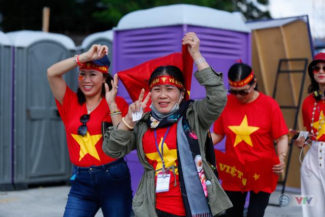 U22 Việt Nam - U22 Thái Lan: CĐV Việt Nam nô nức đến sân cổ vũ thầy trò HLV Park Hang Seo - Ảnh 7.