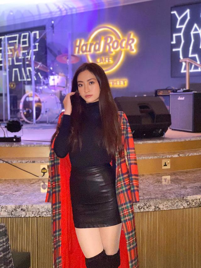 Lương Thùy Linh dẫn đầu bình chọn tại Miss World sau màn bắn tiếng Anh thần sầu - Ảnh 4.